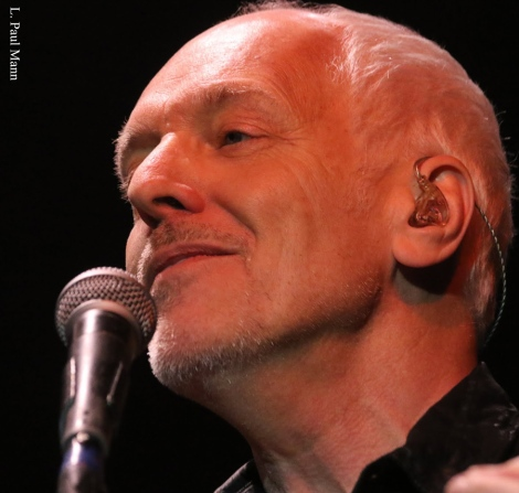 Peter-Frampton-Rocks-Fifth-Annual-Notes-For-Notes-Concert-2